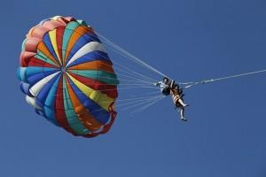 parachute-915362_640